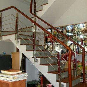 Thi công cầu thang inox tay vịn gỗ tại Ngọc Hồi