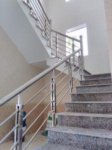 Đặc điểm cầu thang Inox
